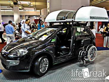 Este carro guarda a cadeira de rodas sozinho